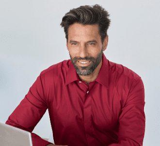 col français chemise rouge